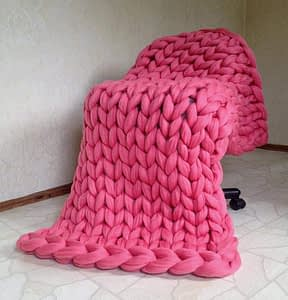 pink chunky knit blanket